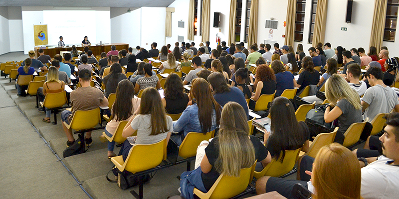 Publico lotou o Auditório Bruno Hammes, na Unisinos (Fotos: Ricardo Machado/IHU)