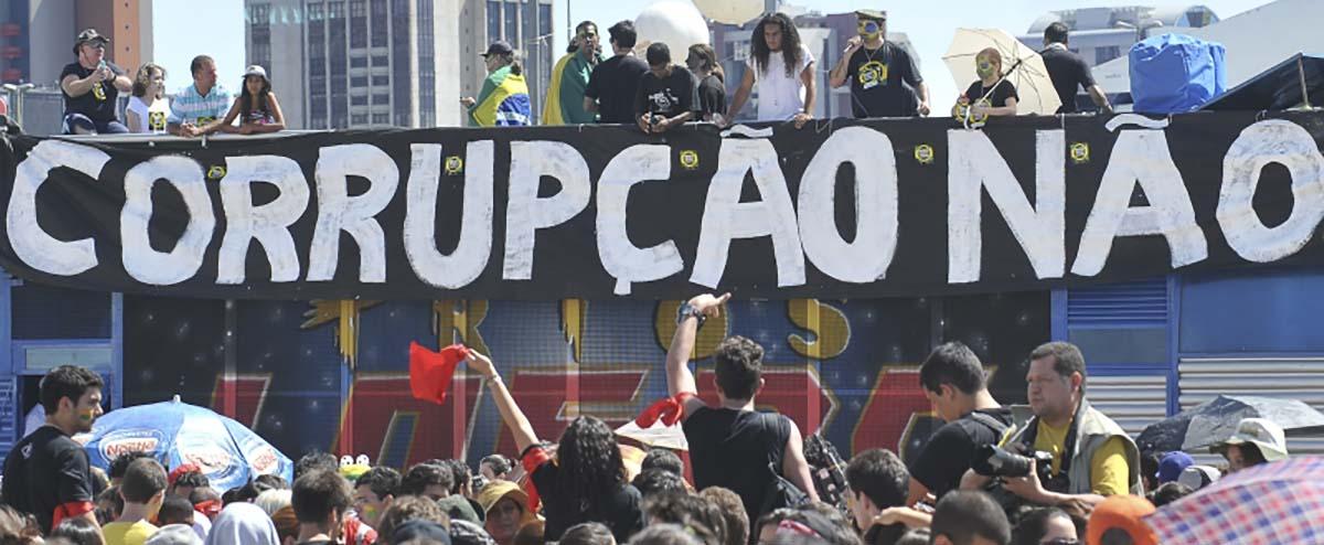 Resultado de imagem para Qual é a única coisa que une os brasileiros e que o poder prefere esconder?