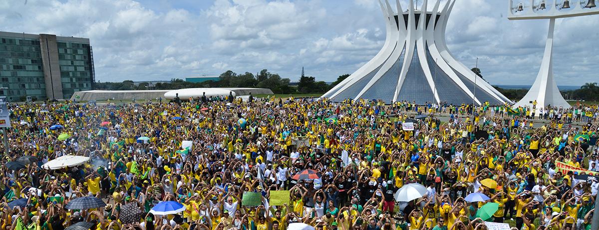 """Resultado de imagem para """"A democracia está ameaçada no Brasil. Conseguiremos salvá-la?"""". Entrevista especial com Daniel Aarão Reis"""