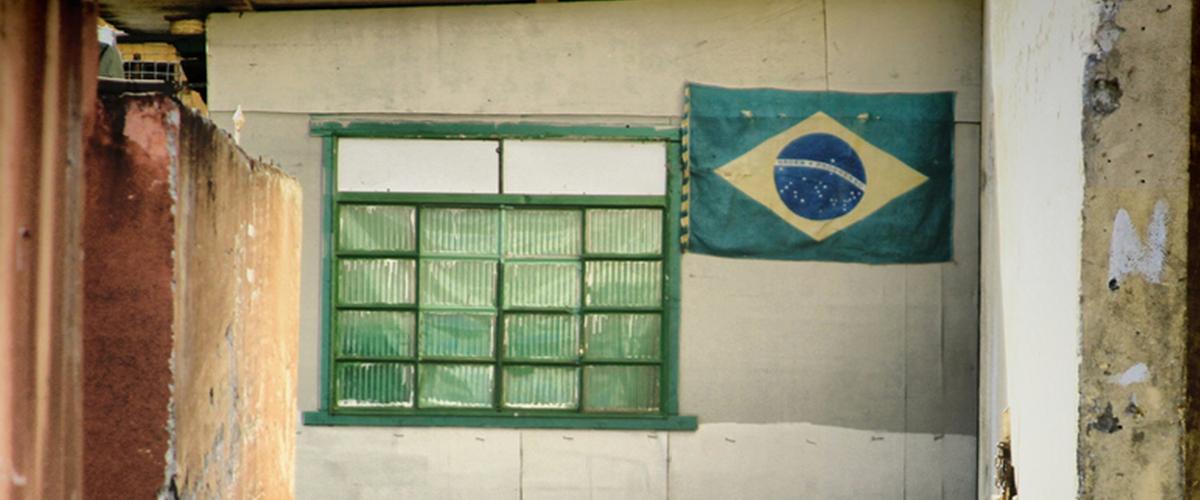 19_11_bandeira_do_brasil_janela_foto_java_tarsis_flickr_cc.jpg