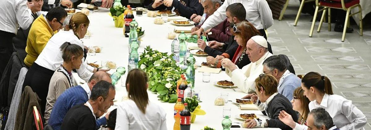 19_11_papa_francisco_almoca_com_pobres_foto_vatican_news.jpeg