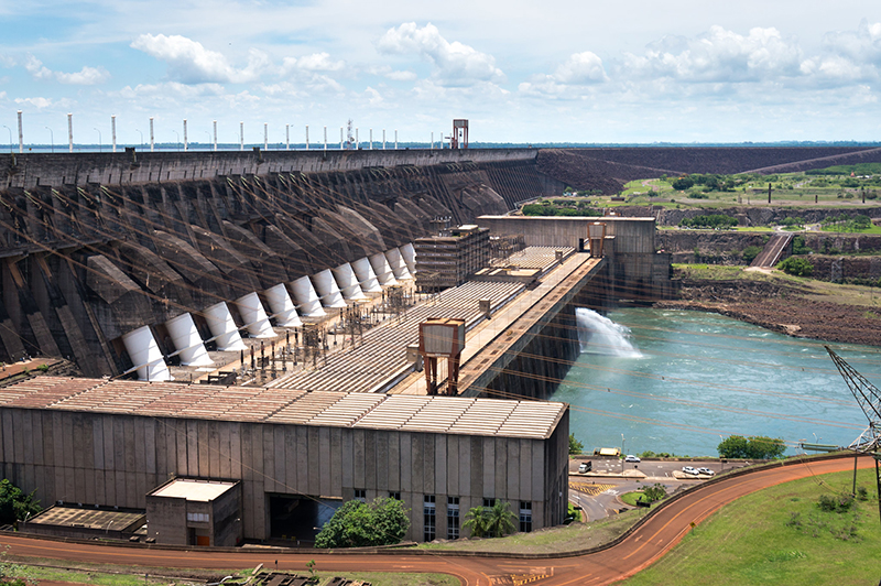 Barragem de Itaipu, mais importante usina hidrelétrica do Brasil