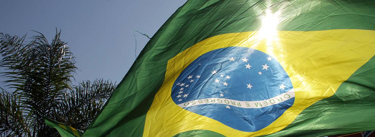 bandeira_brasil_cabeca_para_baixo_foto_alex_vieira_flickr_cc.jpg