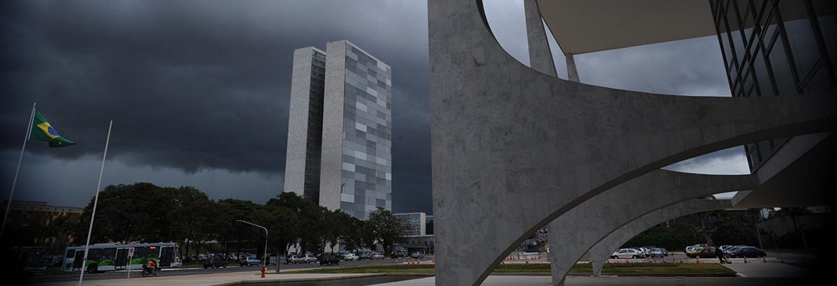 nuvens_praca_tres_poderes_foto_fabio_rodrigues_pozzebom_agencia_brasil.JPG