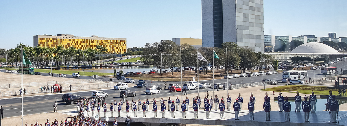 Resultado de imagem para Eleições no Brasil: a necessidade de encarar as complexidades do pleito e os ataques à democracia. Entrevista especial com Clemente Ganz Lúcio